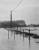 decembre-1976-carrefour-rue-de-chimay-rue-de-l-arbre-de-la-liberte-1976